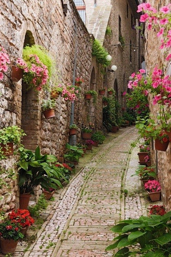 Most Enchanting Side Streets Around the World _ moco-choco
