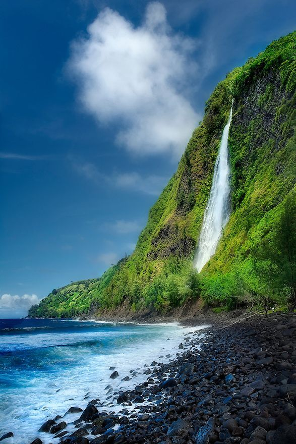 Waipio valley - Kaluahine Fails, Big Island of…